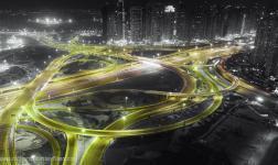 Dubai in un time-lapse desaturato selettivamente