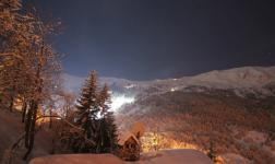 Una magnifica vista sulle Alpi, di notte