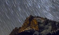 Strisce di luce tra le valli delle Dolomiti