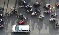Traffico creativo nella città di Ho Chi Minh